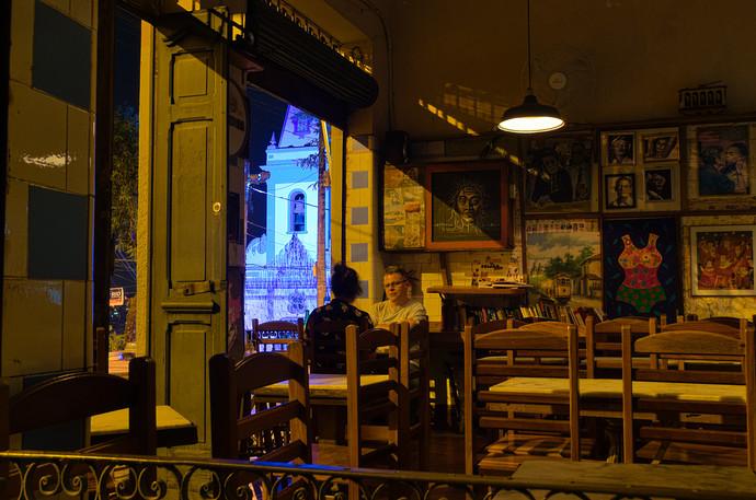 night.scene.bar
