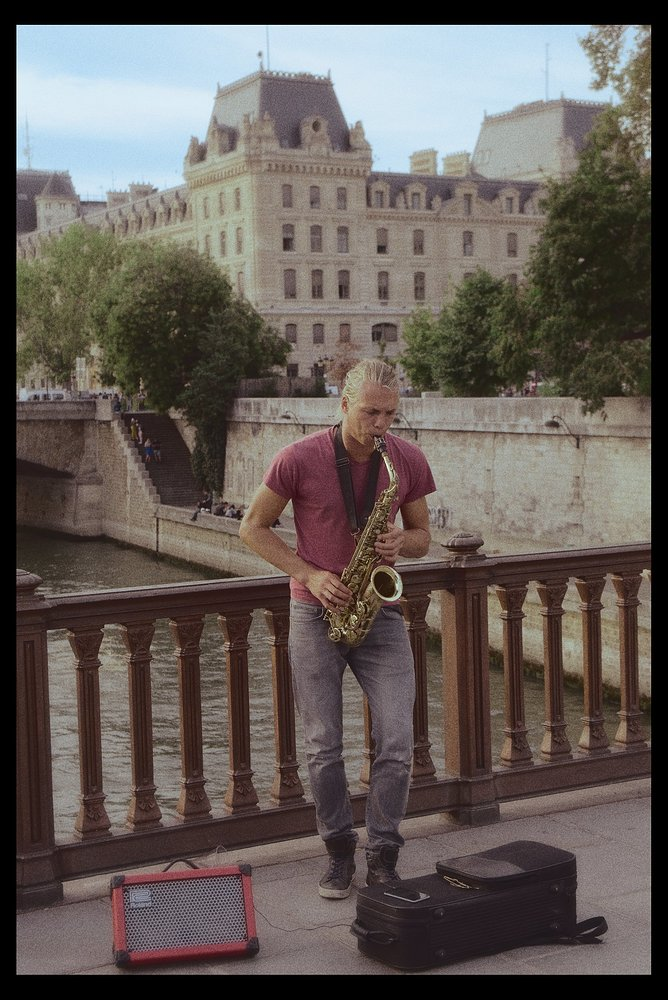 Color Grading - Street Performer in Paris_DSC05356
