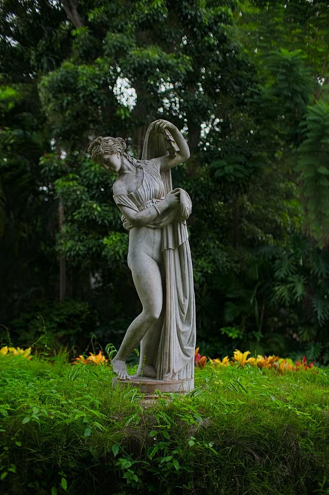 sculpture.rainy.day