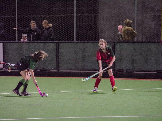 NIGELSWAN GirlsHockey 1233001_02